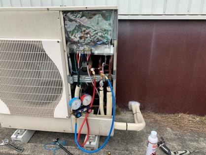 倉庫のエアコン新設に伴う配線・配管電気工事